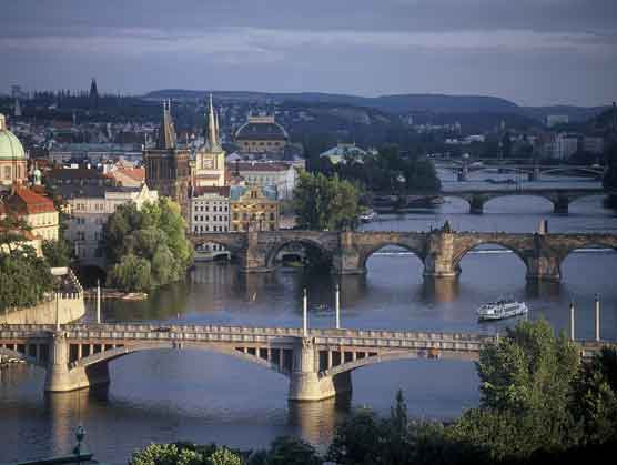 prague-bridges.jpg